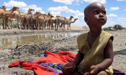Bajos las arenas y tierras africanas, yacen más de medio millón de kilómetros cúbicos de agua.