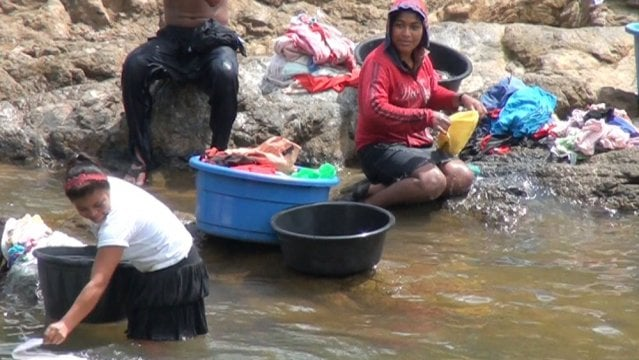 Ni siuna rodeada de r os pero sin agua for Imagenes de lavaderos de ropa