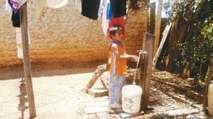 Algunos vecinos aseguran que el agua que se consume en San Miguel está contaminada