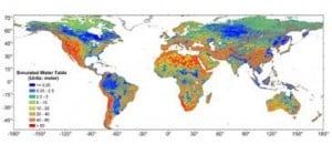 """Imagen global a 30"""" de resolución ( ~ 1km) de la profundidad de la capa freática (en metros desde la superficie del terreno). Las zonas con las aguas subterráneas muy cerca de la superficie (azul oscuro) se corresponden con regiones de grandes extensiones de humedales. / USC."""