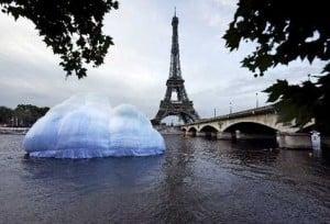 inflable-Sena-Eiffel-Paris-Francia_PREIMA20130217_0036_40