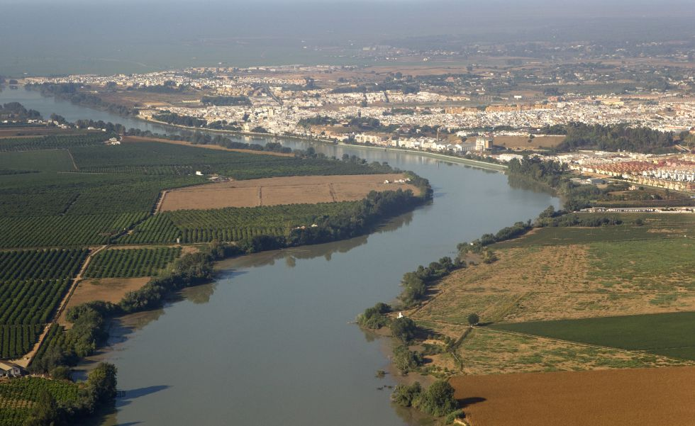 El Guadalquivir a su paso por Coria y La Puebla del Río.