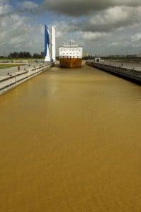 La esclusa del Guadalquivir forma parte del proyecto del dragado.