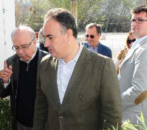 Manuel Romero, durante su visita a Mogón