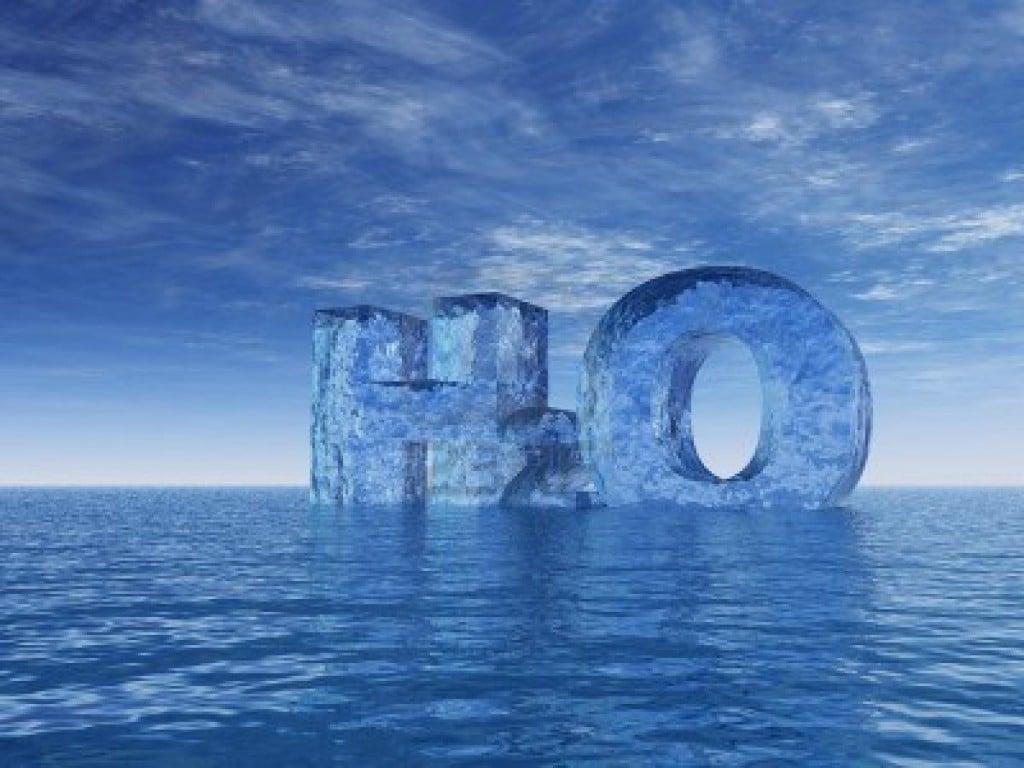 4576350-simbolo-de-la-quimica-del-agua--h2o--cartas-en-el-oceano--3d-illustration