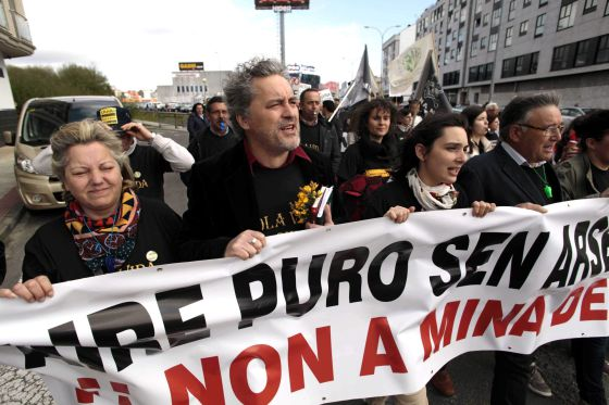 Manifiestación contra la mina el 14 de abril