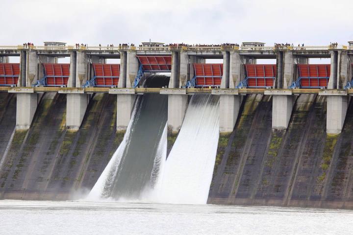 El pantano de La Serena desembalsa agua por segunda vez en su historia tras las lluvias de marzo.MAGRAMA