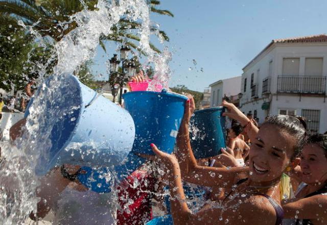 17-mayo-2013-09-42-00-agua-fiesta_detalle_media