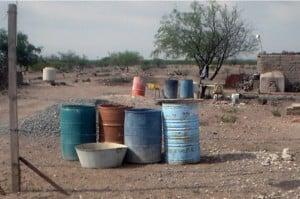 Acopio de agua en una comunidad de Durango.