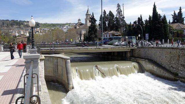 Río Genil a su paso por la capital granadina. Imagen de GONZALEZ MOLERO/ABC