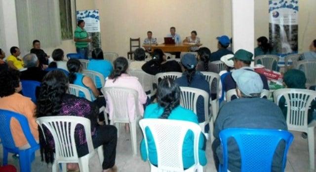 Representantes-de-la-parroquia-durante-la-reunión-con-personeros-de-la-Secretaría-del-Agua.