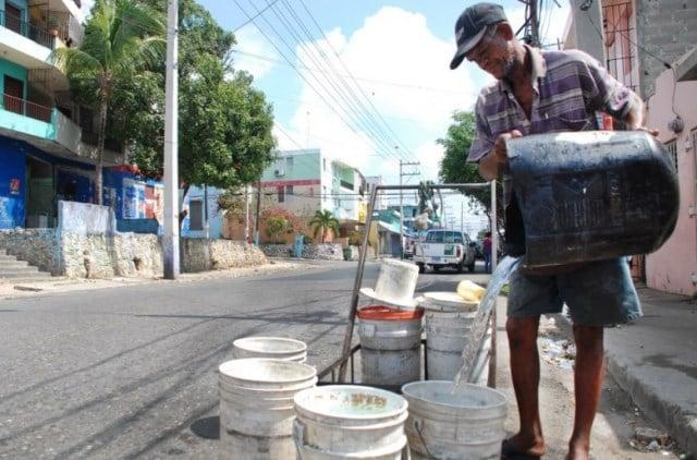 barrios-de-la-capital-sufren-la-crisis-del-agua-780x514