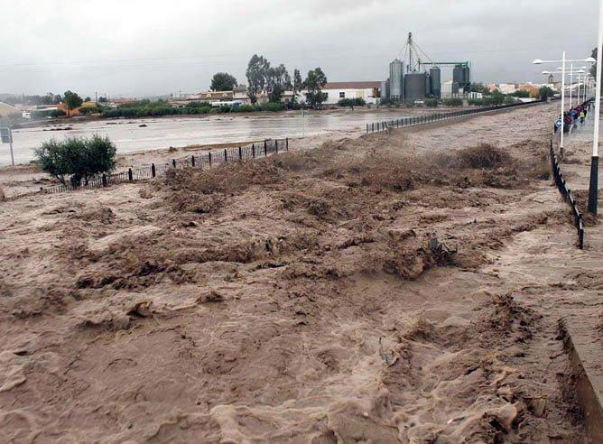 desbordamiento-Rambla-Nogalte-cruza-localidad-almeriense-Pulpi-tormenta-viento-lluvia-granizo