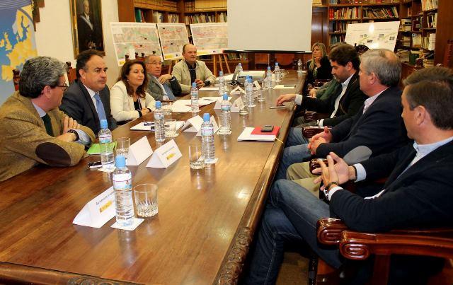 140305 Reunion alcaldes Riopudio, Aljarafe Sevilla_tcm7-319067_noticia