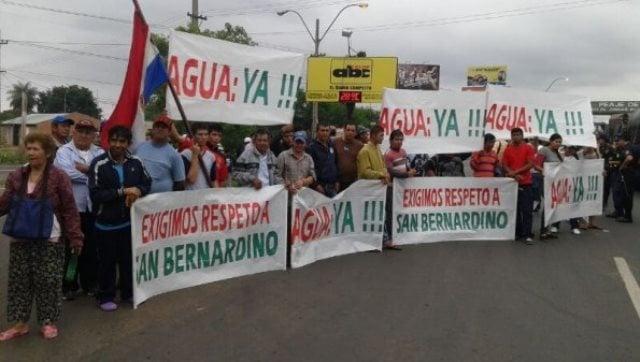 por-medio-de-pancartas-pobladores-de-san-bernardino-exigen-agua-potable-_595_446_1055552
