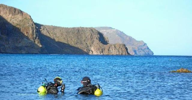 79402_58908_Unos-buzos-en-aguas-del-Cabo-de-Gata_G (1)