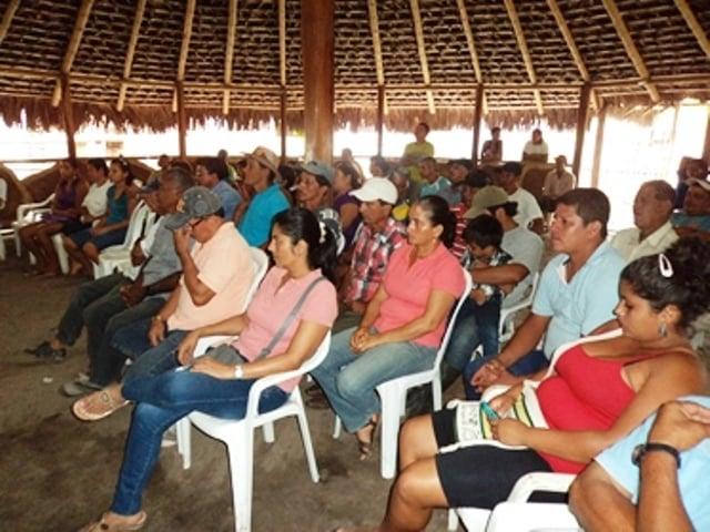 Los-pobladores-recibieron-información-sobre-el-proyecto.