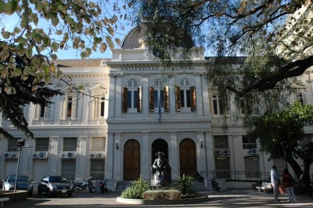 fachada_del_historico_edificio_del_rectorado_de_la_unlp_large