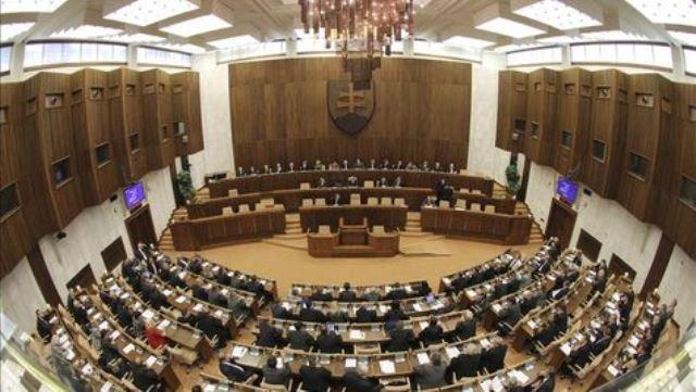 Parlamento-eslovaco-aprueba-fondo-rescate_TINIMA20111013_0940_8