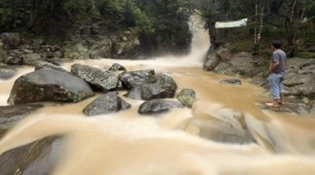 Indonseia-agua-contaminada_th_86d085836c8204a4ef07c18efaea8ae1