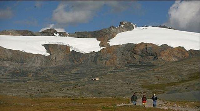 La pérdida de nevados en el Perú ha generado una pérdida de agua de aproximadamente 7,000 millones de metros cúbicos, lo que equivale al consumo de Lima por diez años, y ante esa situación el Poder Ejecutivo envió al Congreso un proyecto de ley que plantea crear el Instituto Nacional de Investigación en Glaciares y Ecosistemas de Montaña.