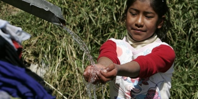 Bolivia-agua_th_86d085836c8204a4ef07c18efaea8ae1