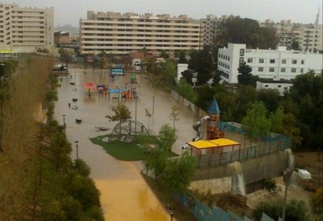 Parque Infantil de Villablanca. Paradójicamente, bajo el mismo, se sitúa un tanque de tormenta (depósito) con capacidad para 15.000 metros cúbicos que recoge las aguas de lluvia con el objetivo, entre otros, de proteger frente a inundaciones, la zona baja del barrio de Villablanca.
