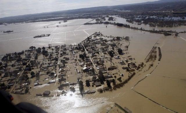 Graves inundaciones al paso del Ebro en marzo de 2015 . / Foto: Javier Belver