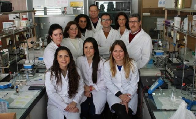 Los investigadores de la Universidad de Sevilla han desarrollado el sistema basado en membranas y electricidad para analizar parabenos en aguas superficiales. / Fundación Descubre