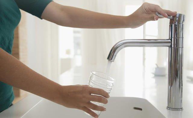 consumismo-agua-del-grifo