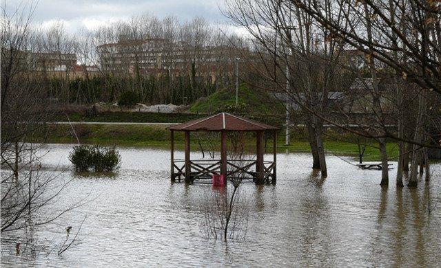 Avenida del río Arga a su paso por Burlada (Navarra) 2009 / Isabel Pardo - CHE