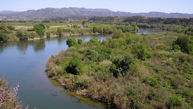 Ebre-river-in-Miravet
