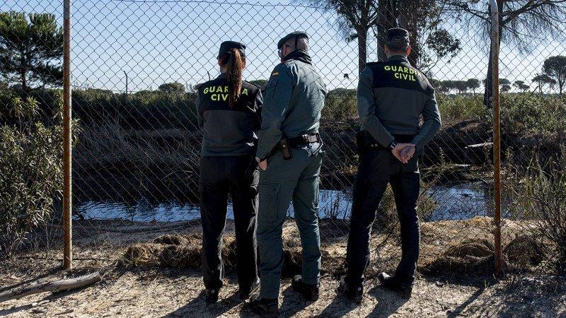 guardia-civil-inspeccionan-balsa-ilegal